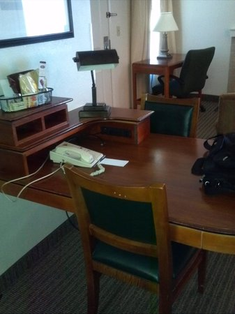 Suburban Extended Stay Hotel: dining table and desk