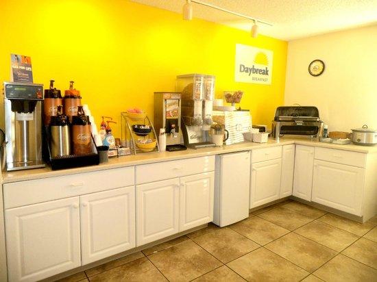 Days Inn Billings: Breakfast room with hot/cold breakfast