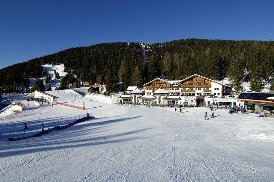 Hotel Ju Furcia: Hotel_winter