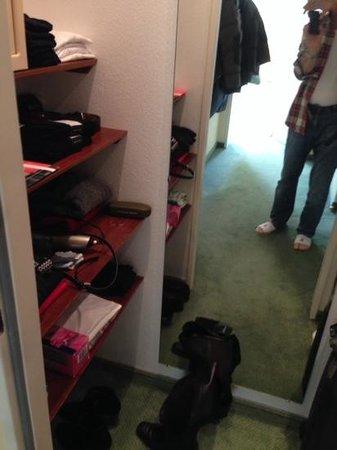 Hotel Bayerischer Hof: slechte kastruimte in suite