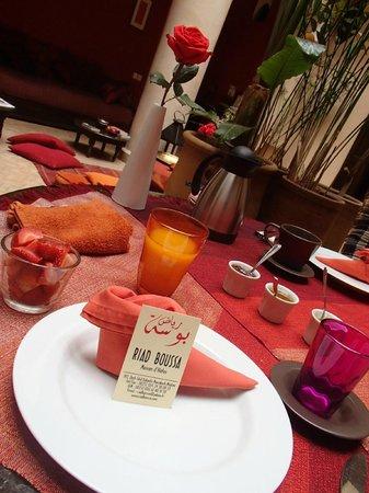 Riad Boussa: 朝食。事前予約すればディナーも用意してくれます。