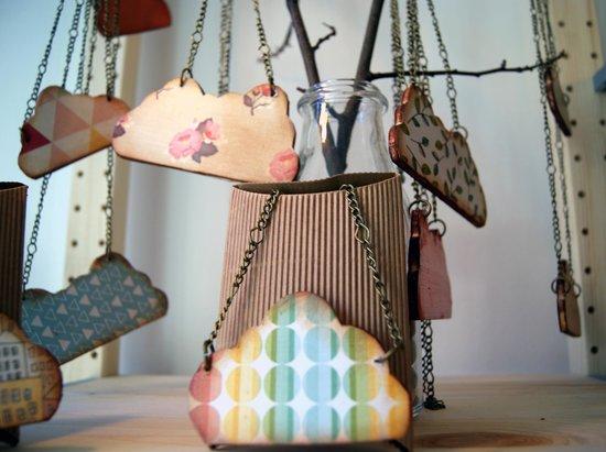 Totem: Collar nube gallega creada con madera y decoupage