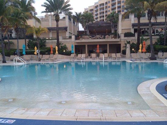 The Ritz-Carlton, Sarasota: Beach club pool, so relaxing