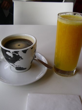 Misto: Fresh juice and coffee at Mint