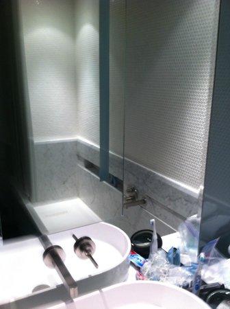 Templar Hotel: bathroom