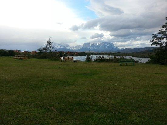 Hotel del Paine: Vista desde la puerte del comedor