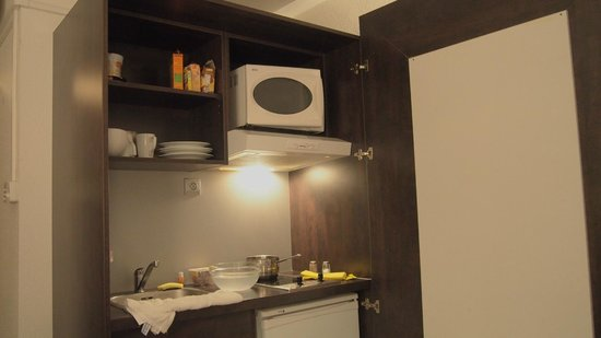 Quality Suites Bercy Bibliotheque : the kitchen area