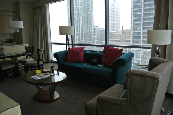 theWit - A DoubleTree by Hilton: Living room..