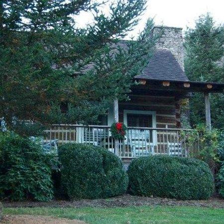 Boyd Mountain Log Cabins : Little Cosby Cabin