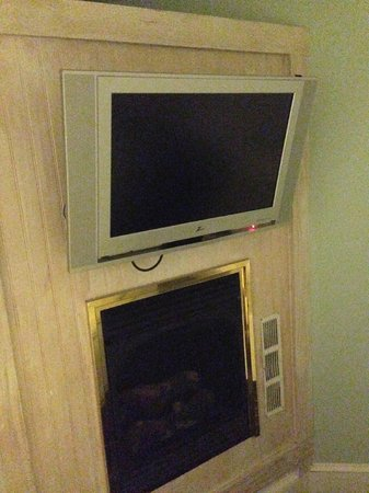 Albury Court Hotel in Key West: TV and fireplace in bedroom #1