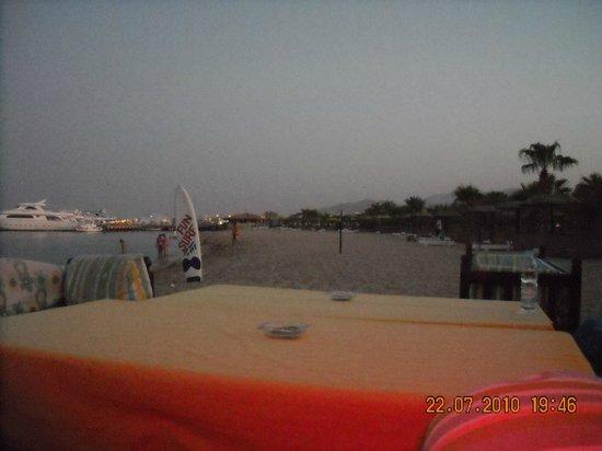 Lotus Bay: пляж отеля