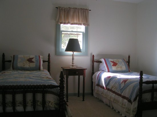 Boyd Mountain Log Cabins: Twin bedroom at Meadow Fork Cabin