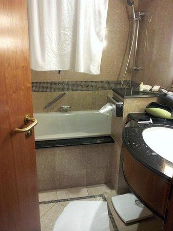 Kempinski Hotel Corvinus Budapest: Bathroom at  room # 624