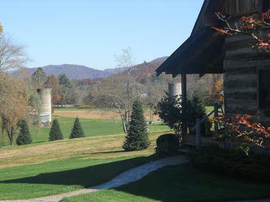 Boyd Mountain Log Cabins: View from Clinch Valley Cabin