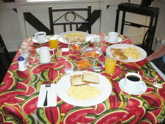 Ivan's Bed & Breakfast Birding Lodge: Breakfast