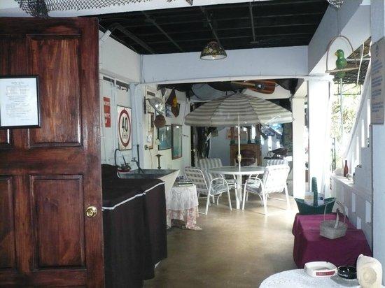 Ivan's Bed & Breakfast Birding Lodge: Ample table space
