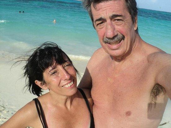 Decameron Isleno: En la playa