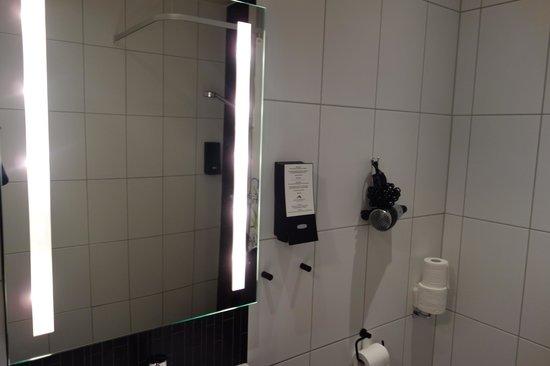 First Hotel Kungsbron: bathroom