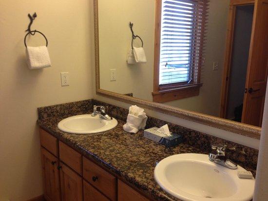 Canyon Creek Condominiums: Bathroom