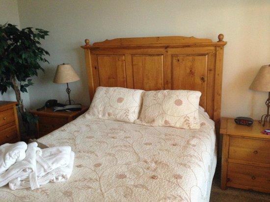 Canyon Creek Condominiums: Bed