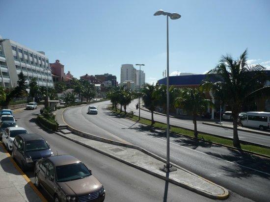 Flamingo Cancun Resort: rue principale