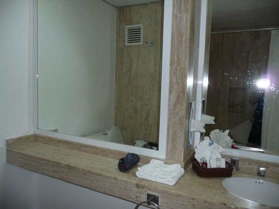 Flamingo Cancun Resort : salle de bain