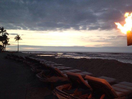 Four Seasons Resort Hualalai: Sunset near grill