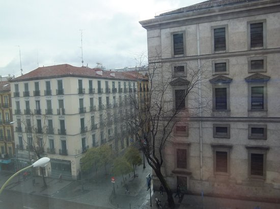 Hotel Paseo del Arte: 客室の窓から