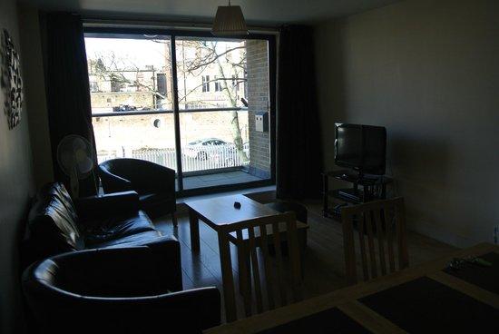Lodge Drive Apartments : zona de estar