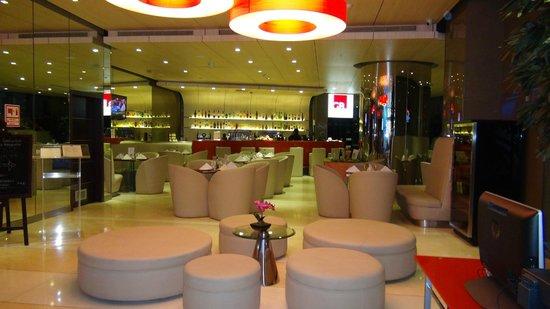 Tryp by Wyndham Panama Centro: Bar e sala colazione