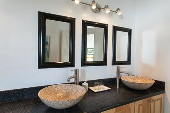 The Inn On The Bay: One of our bathrooms
