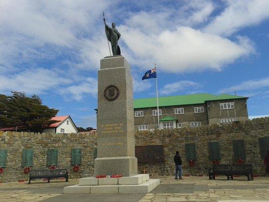 Sea Lion Island : monumento ai caduti nella guerra del 1982