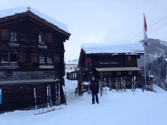 Bergrestaurant Blatten : Welcoming sight at the side of the piste