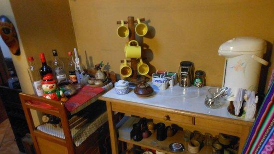 D'Osma Bed & Breakfast: Coffee & tea table