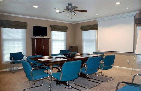 Wooden Duck B&B: Modern, comfortable meeting room