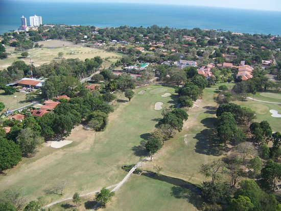 بلوباي كورونادو جولف آند بيتش ريزورت – شامل جميع الخدمات: Coronado golf cours from neighboring high rise