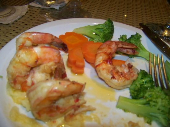 BlueBay Coronado Golf & Beach Resort: These prawns were standing up in a little pile of mashed potatoes...yum!