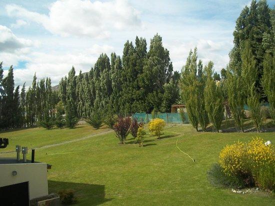 Hotel Mirador del Lago: Parque interno
