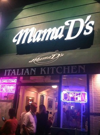 Mama D's Italian: Exterior