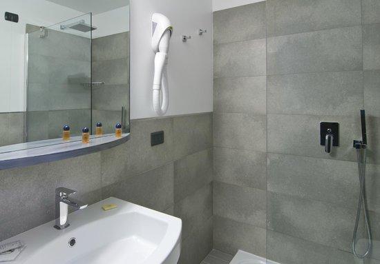 Bagni moderni - Picture of Hotel Europa, Varese - TripAdvisor