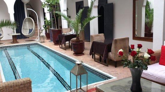 Riad Utopia Suites & Spa: Mesas del desayuno