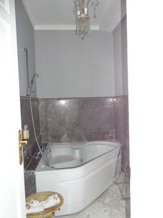 Riad Utopia Suites & Spa: Bañera de hidromasaje