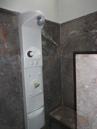 Riad Utopia Suites & Spa: Ducha Hidromasaje