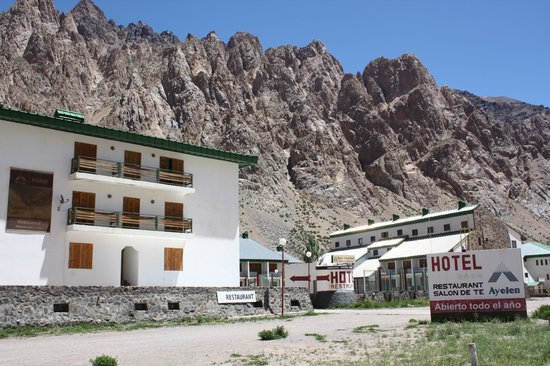 Ayelen Hotel de Montana: hotel from the outside