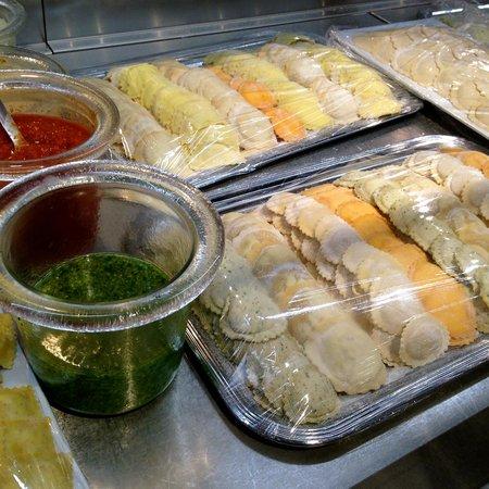 Globus Geneva: Fresh pasta assortment - Lower level