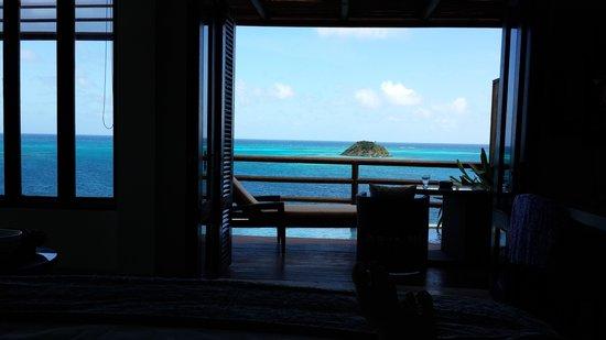 Deep Blue : foto sacada desde la cama de la habitación luxury suite