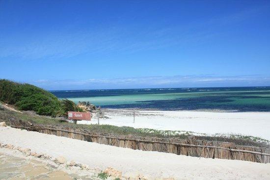 Garoda Resort : spiaggia con campo di beach wolley