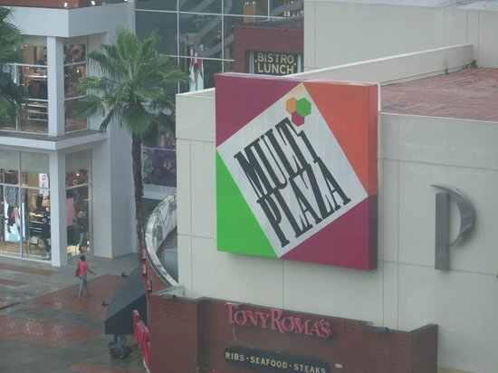 Courtyard Panama at Multiplaza Mall : The Mall from my window