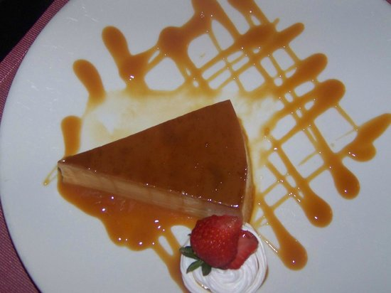Courtyard Panama at Multiplaza Mall: The best flan in the world!