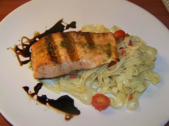 Courtyard Panama at Multiplaza Mall: This salmon was to die for!!